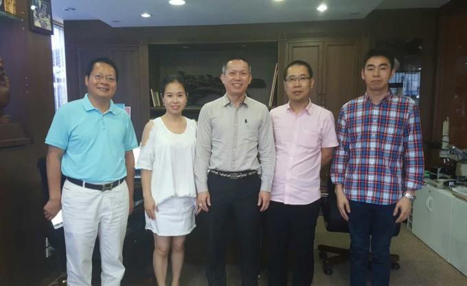 拜访理事成员吴清健、郑崇琴夫妇