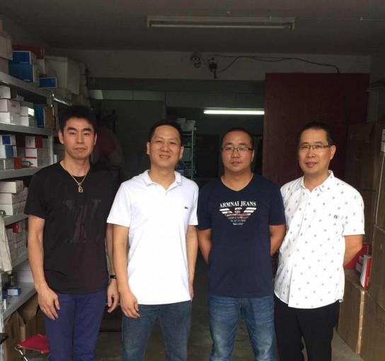 执行会长郑炳克,常务副会长蔡炳飞、薛圣萍拜访商会成员陈晓丰