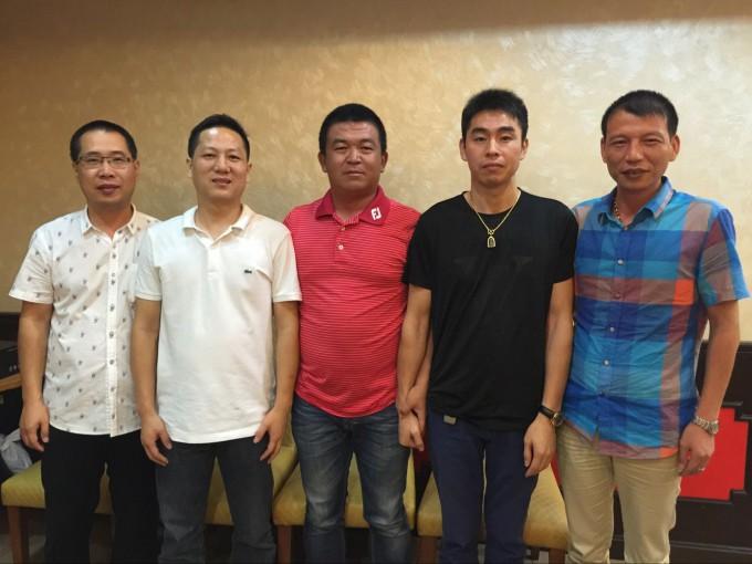 执行会长郑炳克,常务副会长蔡炳飞、薛圣萍,副会长沈高良,拜访商会成员陈旭德