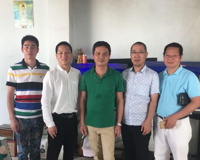 执行会长郑炳克,常务副会长蔡炳飞、赵国卫、薛圣萍拜访商会成员余作力