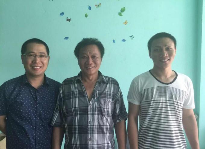 七月七日商会执行会长郑炳克拜访商会成员陈国隆父子