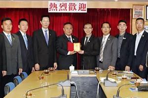 温州商会会长祁晓云率团访问青商会 李桂雄会长等的热情接待 双方就未来合作进行了初步探讨