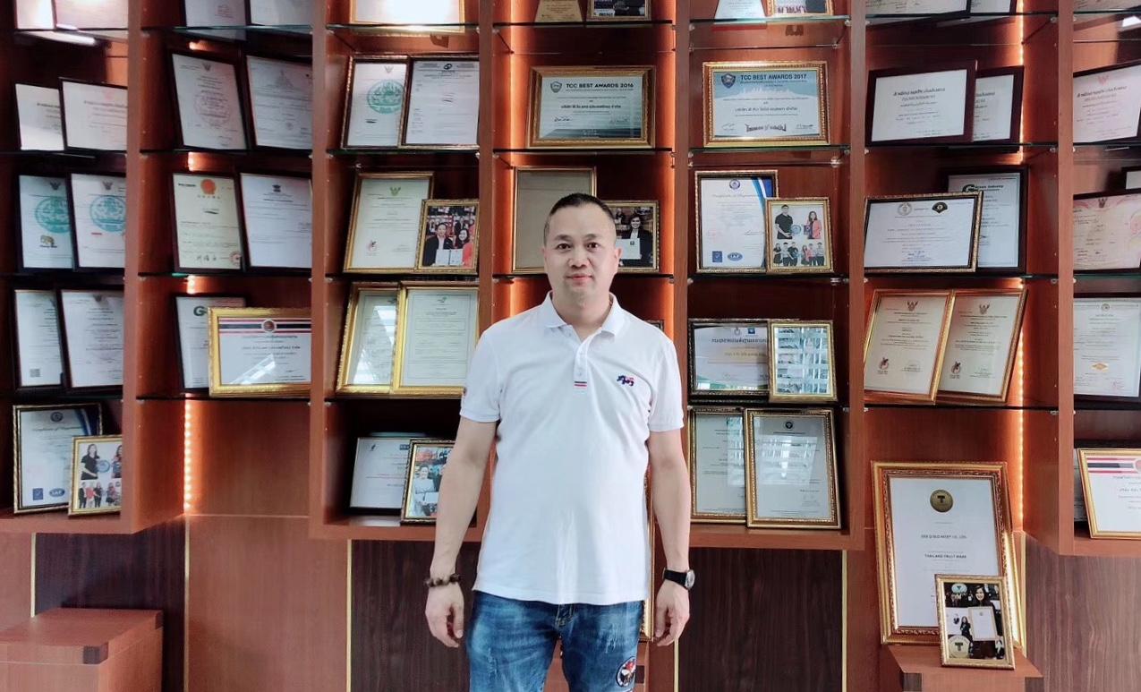 泰国温州商会会员企业拜访录(5) 泰国温州商会会员企业:泰国雄鹰科技国际贸易有限公司的总经理杨学彩先生