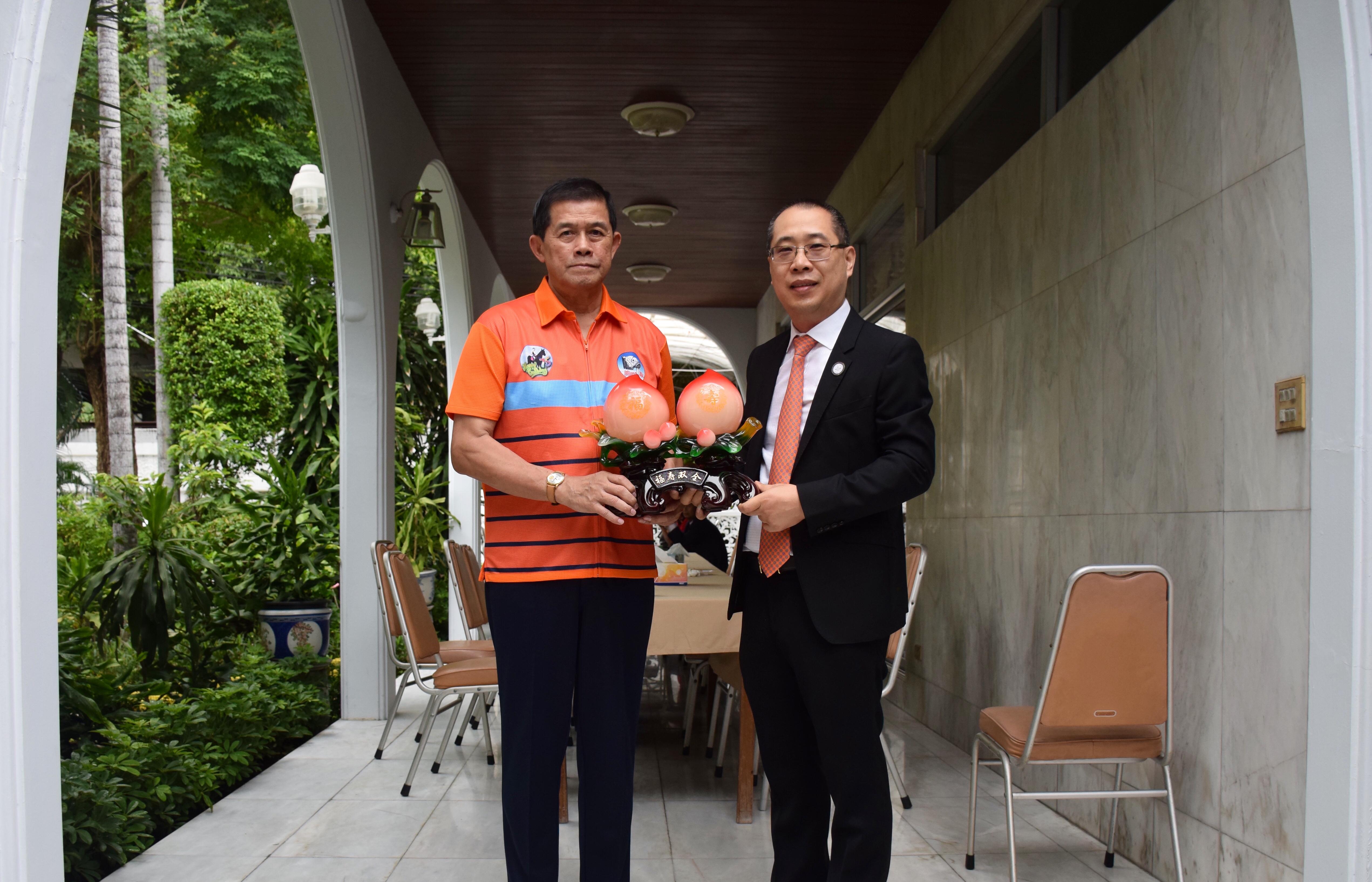 泰国温州商会祝福功·塔帕朗西永远名誉会长75岁大寿